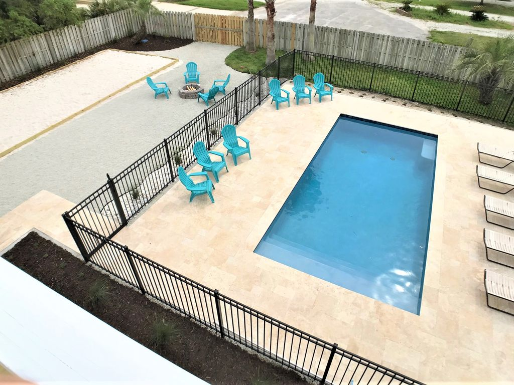 New inground saltwater heated/cooled pool, fire pit and sand pit for volleyball!