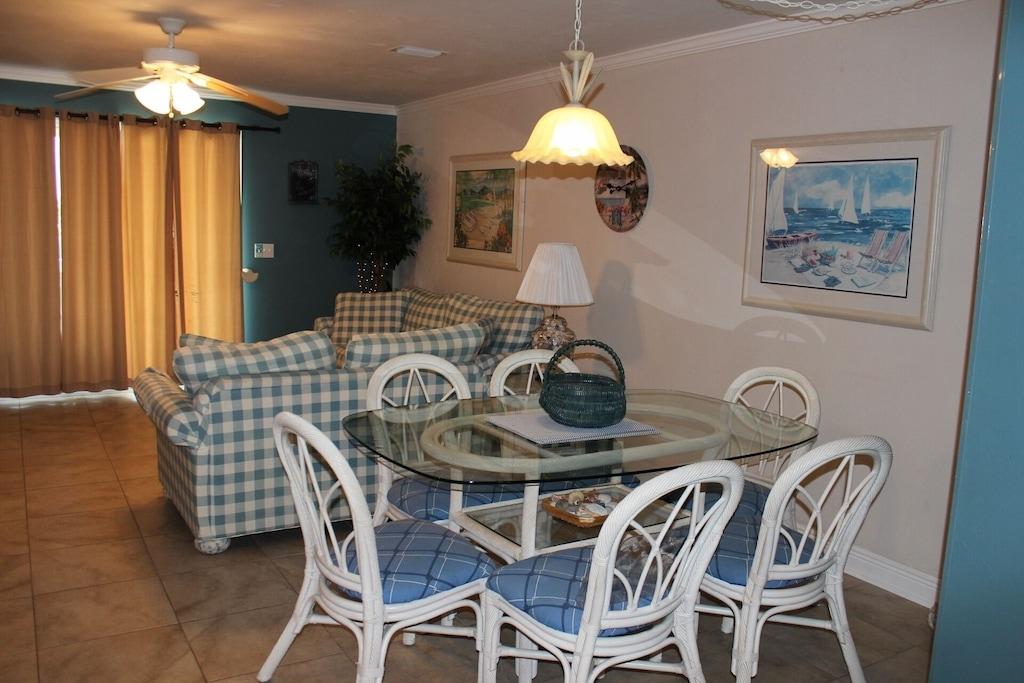 Dining Area, overhead lighting, seats six
