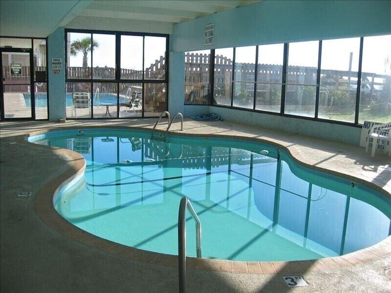 Indoor pool/Hot tub & outdoor pool