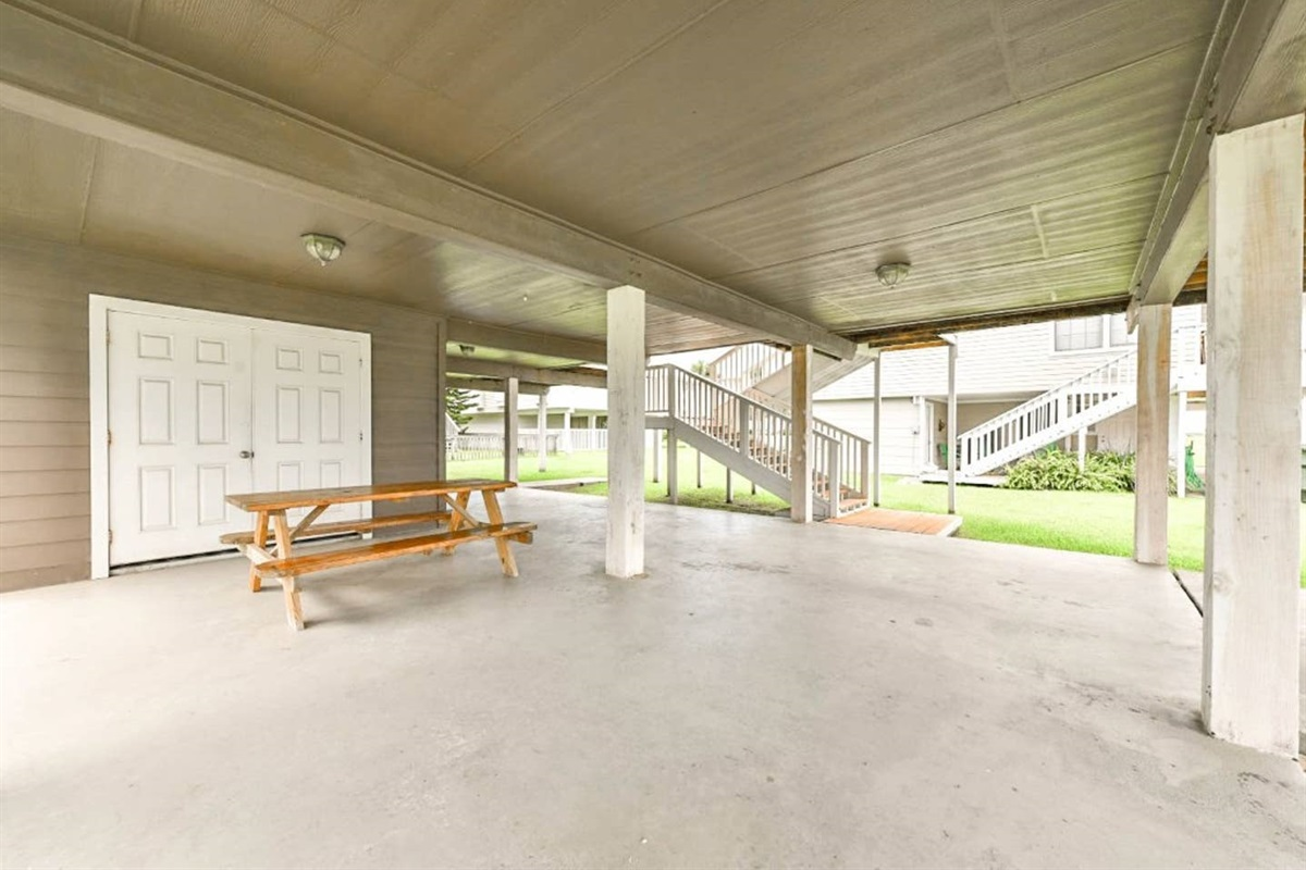 Ground Level Patio - Picnic Table for Additional Dining