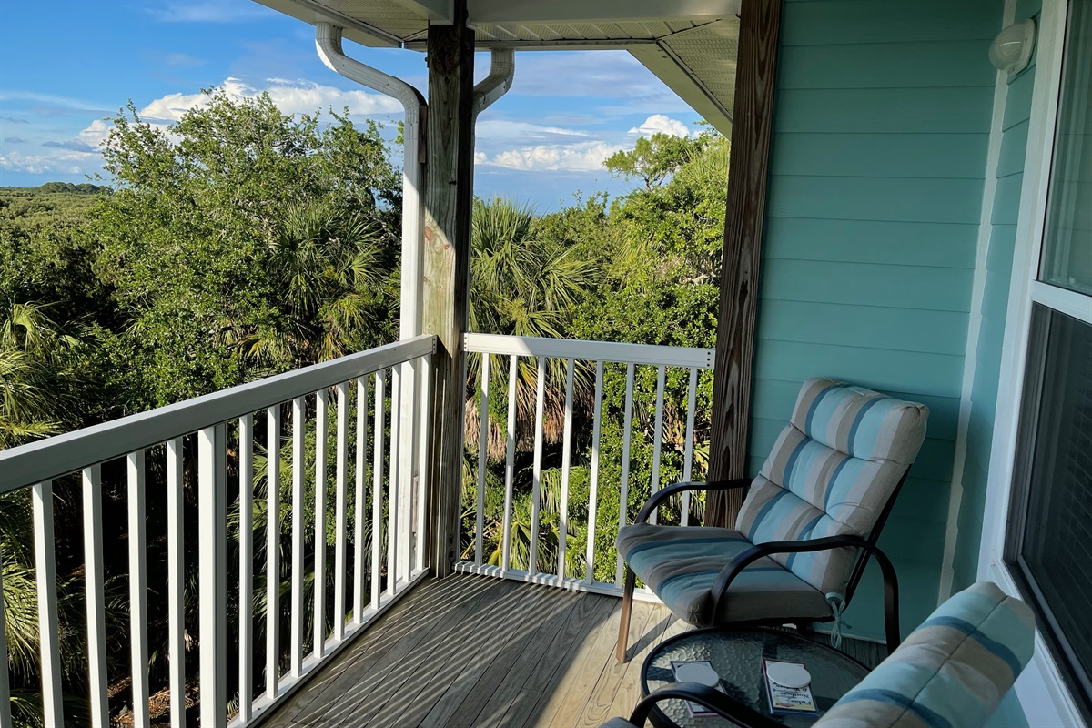 Enjoy porch time with amazing view!