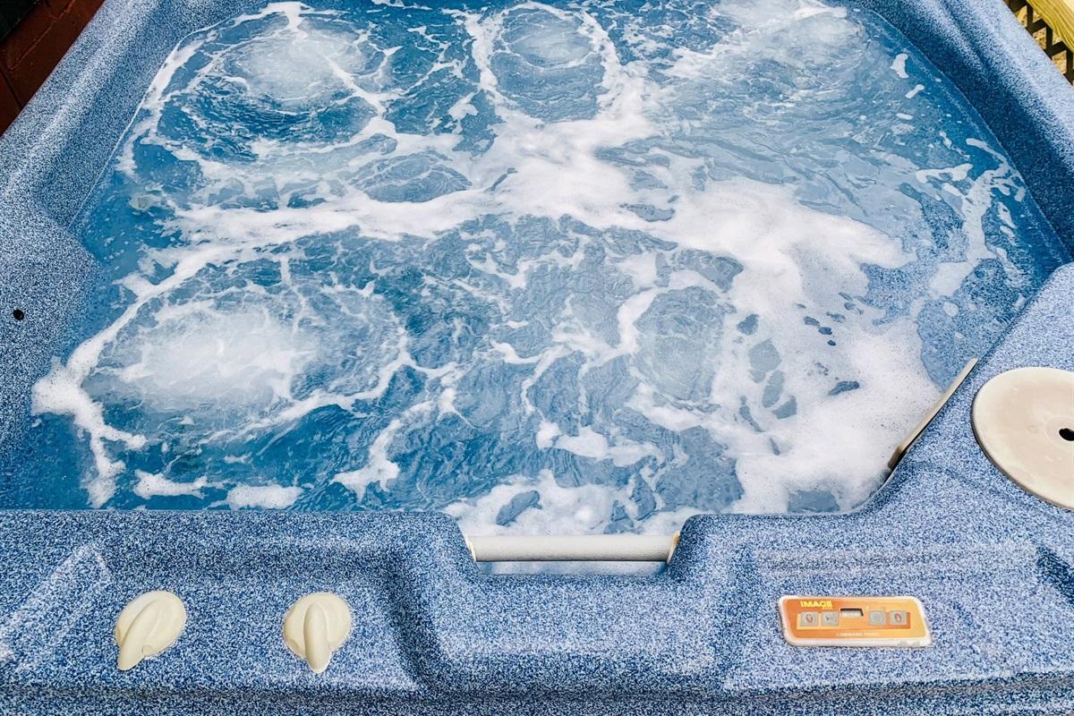 Hot bubbly hot tub!