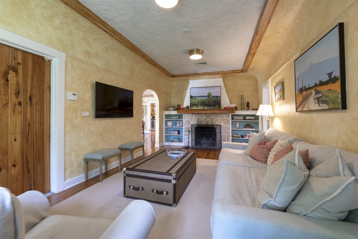 Cozy & inviting living room area with large Smart App TV, Full cable channels & sound bar. The room has a working fireplace with loads of fire wood available.