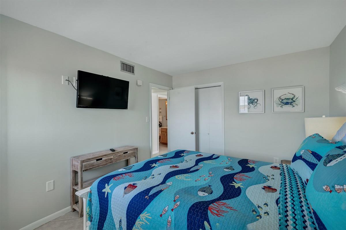Flat Screen TV & Private Bath in Master