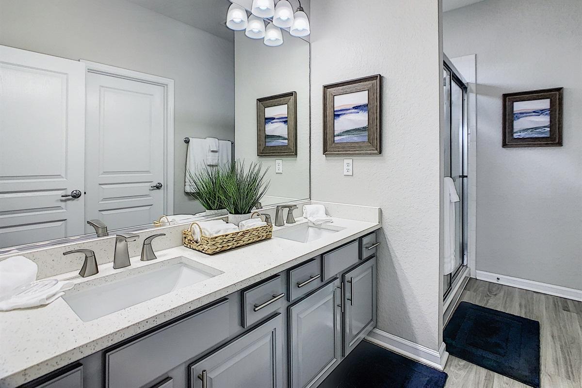 Bath #2 (Bedroom #2 En Suite Bathroom)