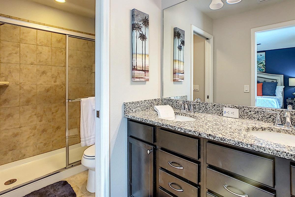 Suite 2 - En Suite Bathroom