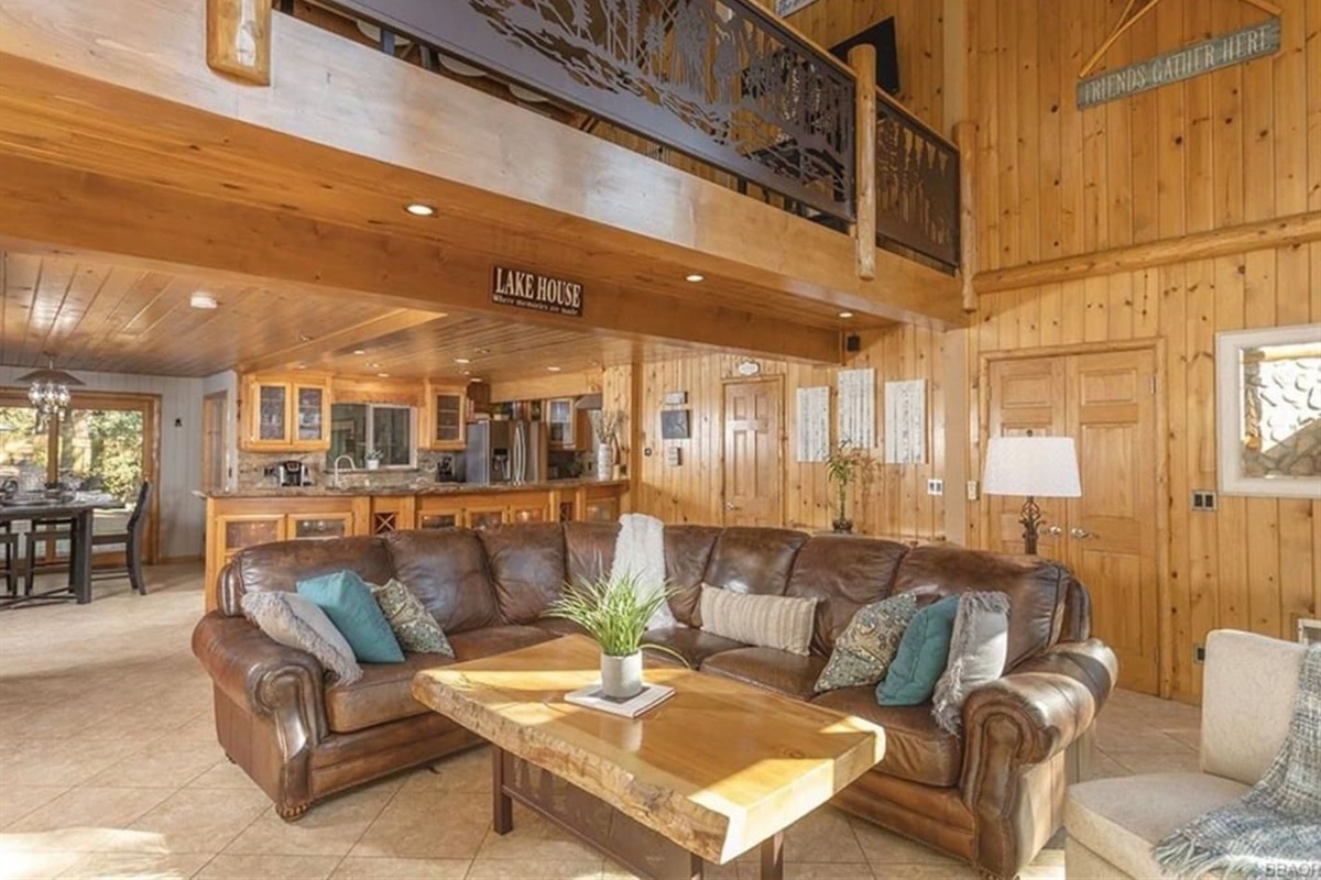 Living Room: A great place to unwind in front of the fireplace after a fun day of skiing, hiking, or shopping.