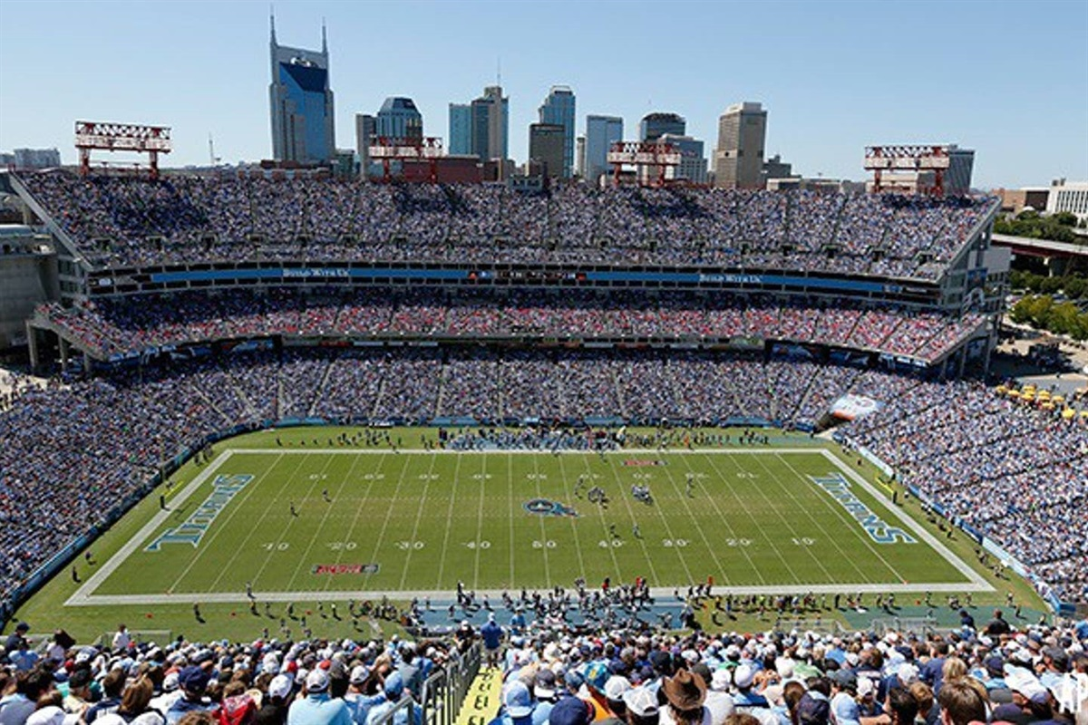 Catch a Titans game or one of the concerts at Nissan Stadium...walkable from the condos. Tyler and I are season ticket holders for the Titans and would love to host your NFL Weekend stay! Come say hi at our tailgate :)