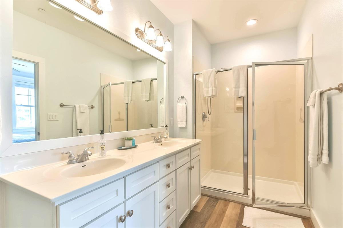 Master bath w/double sinks