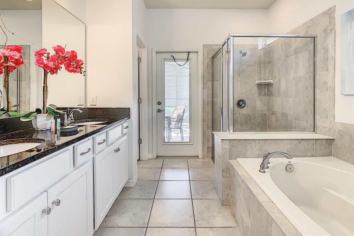 Bath 1-Master Suite En Suite Bathroom