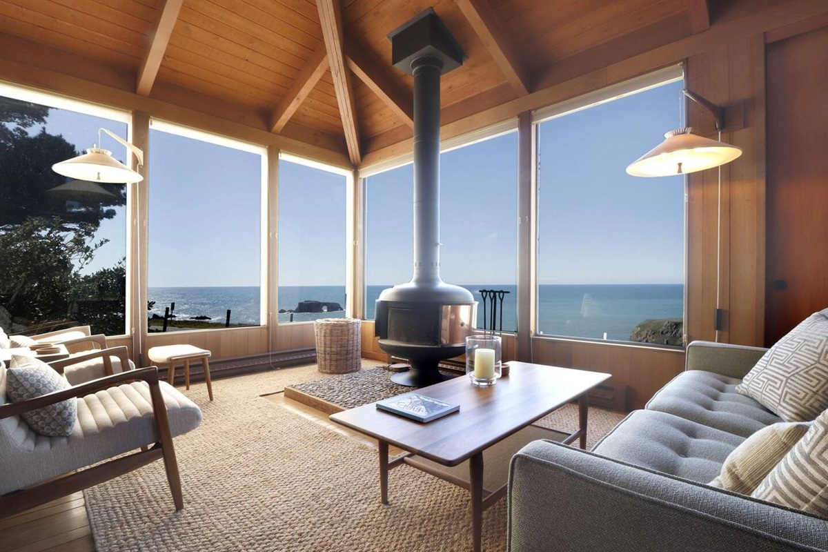 Pacific Sunset Front Room to Ocean Views