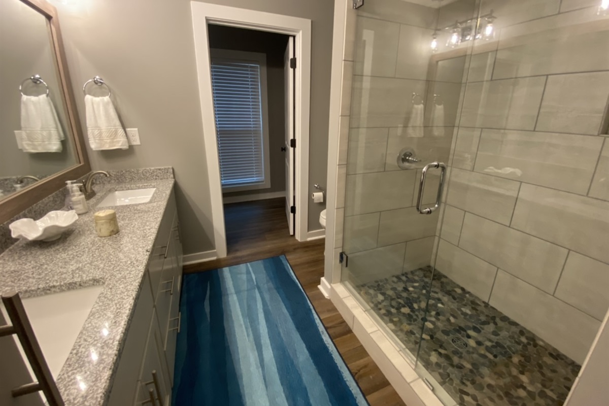 Master En-Suite Bathroom. We provide White Bath Towels and Travel Bathroom Essentials to give you that 5 star Hotel feel.