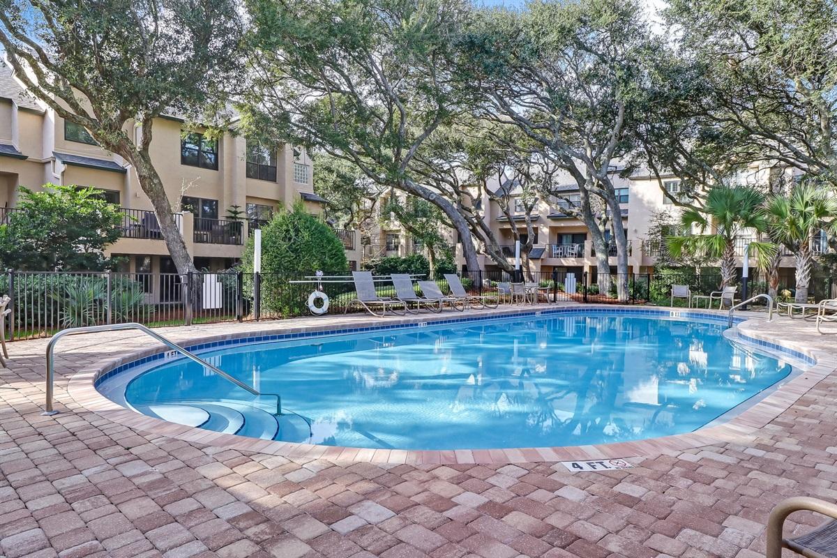 Complex Private Pool