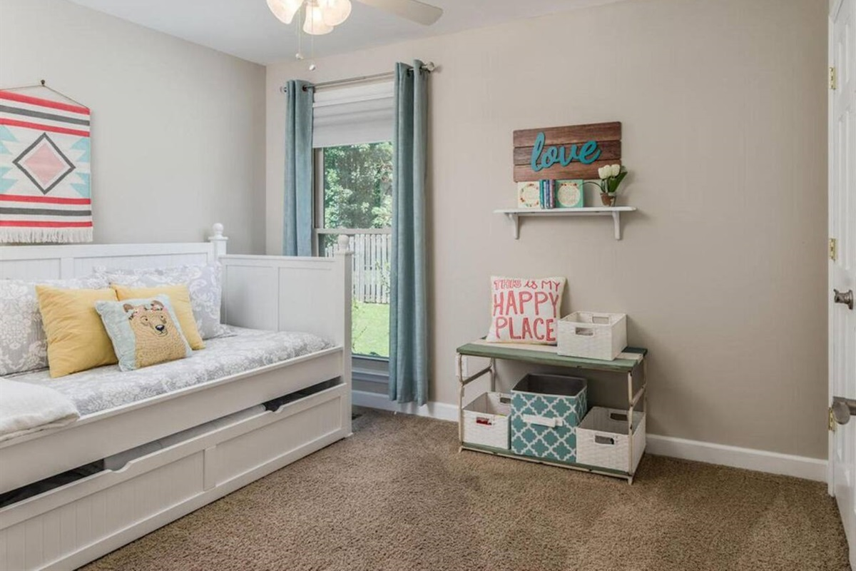 3rd Guestroom, Twin bed with twin trundle