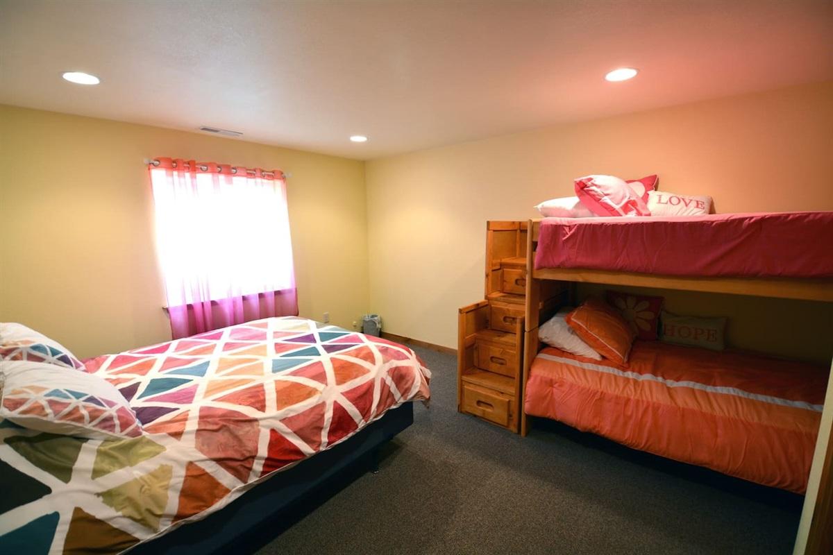 Downstairs bedroom. Queen and bunkbed.