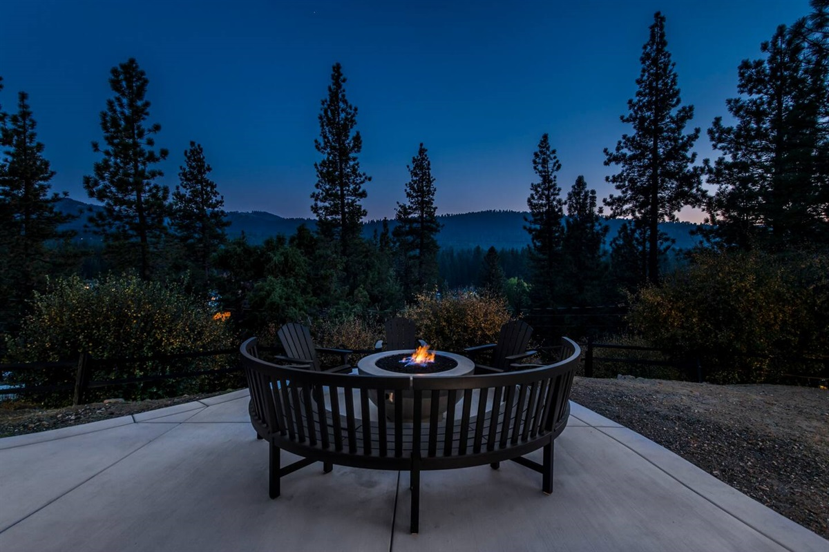 Gas fire pit with stunning mountain views of Big Bear!