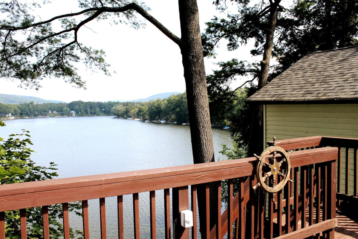 Captain's Lookout - gorgeous lake views, beautiful sunsets, close to Cooperstown Dreams Park & All-Star Village!  2 King size beds!  Total of 4 bedrooms, 5 bathrooms - perfect for 2 or 3 families to share!  Be the envy of your teammates!