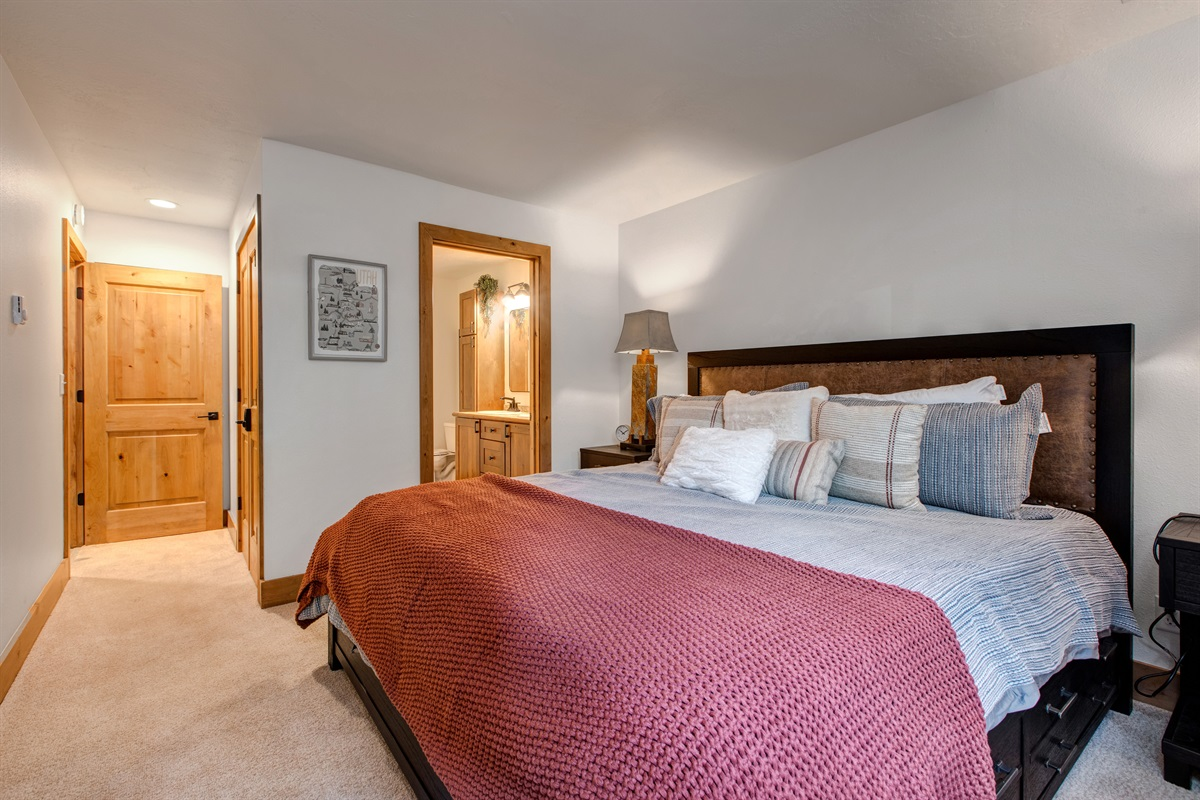 2nd Master Suite - King size bed, TV, ensuite bath