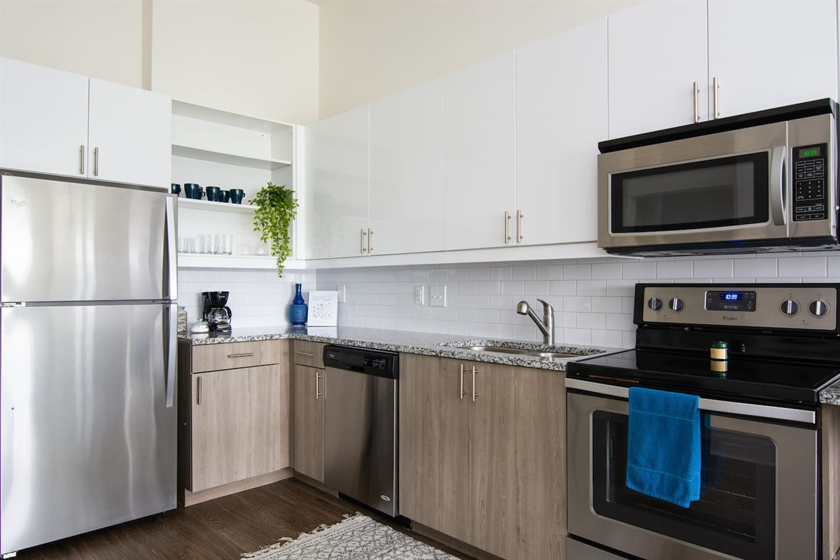Fully stocked kitchen with amenities, pots/pans, coffee and more!