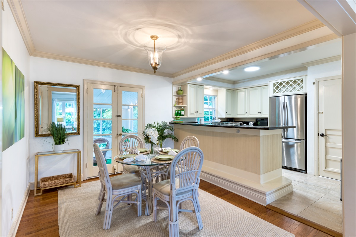 Dine in style in our gorgeous dining room for 4 with open plan kitchen and direct access onto the screened patio.