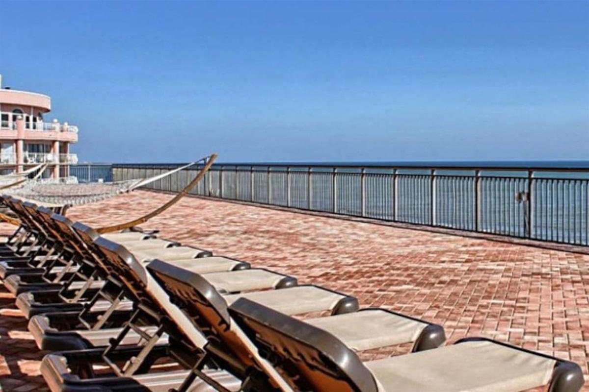 Relax on the 7th Floor Sun Deck!