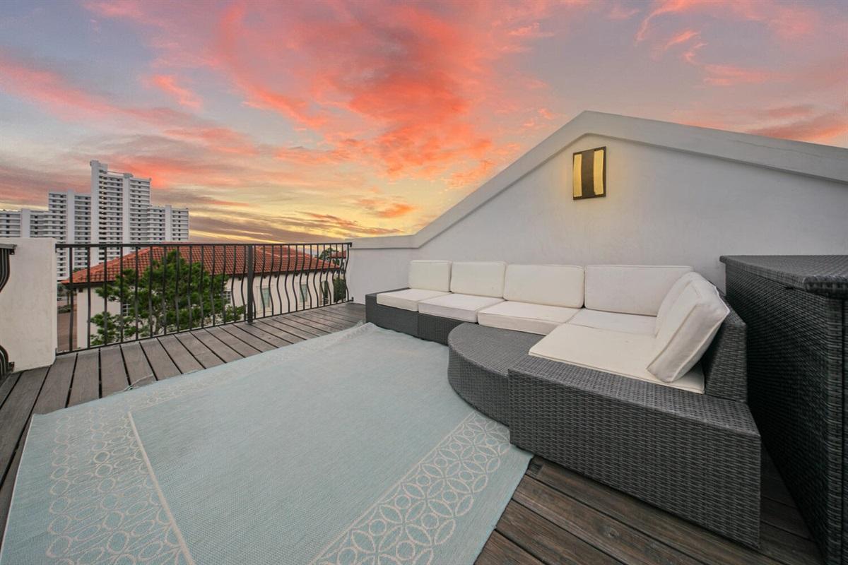 Sun Set - Top Floor