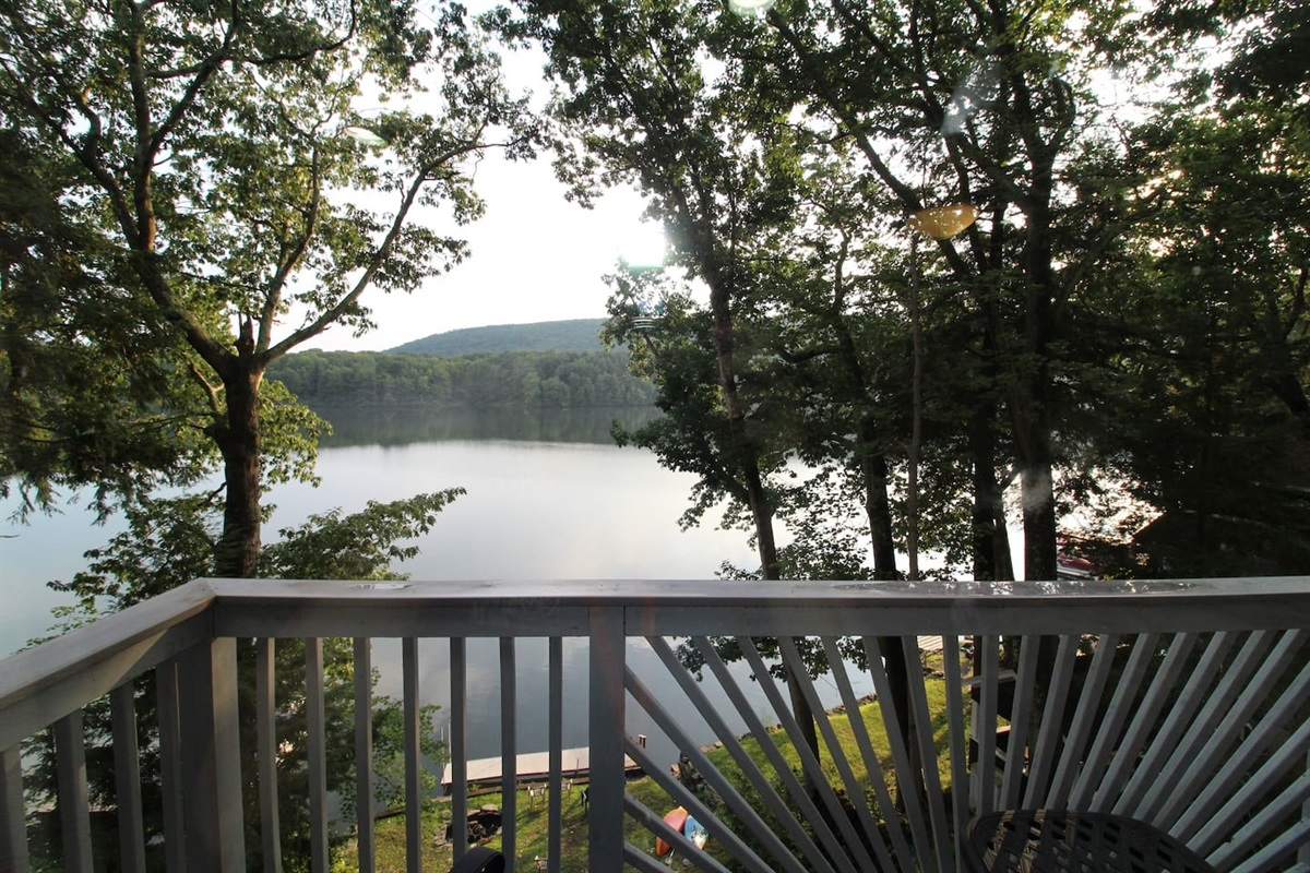Gorgeous views, and a dock to fish off or launch the two kayaks provided with the rental. The perfect place to relax, unwind, or even work!