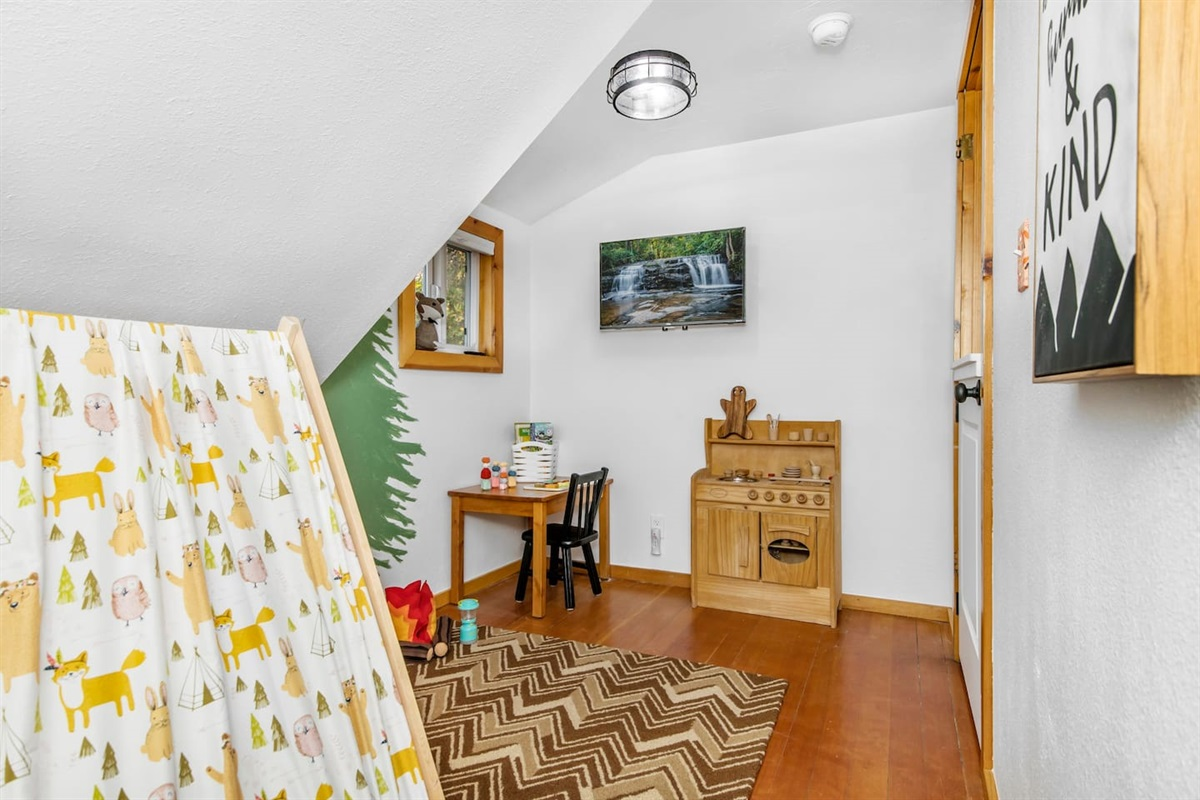 """Play Room (Upper Level): Fox Haus is a family friendly cabin and features a """"Camp Fox"""" playroom for children!"""