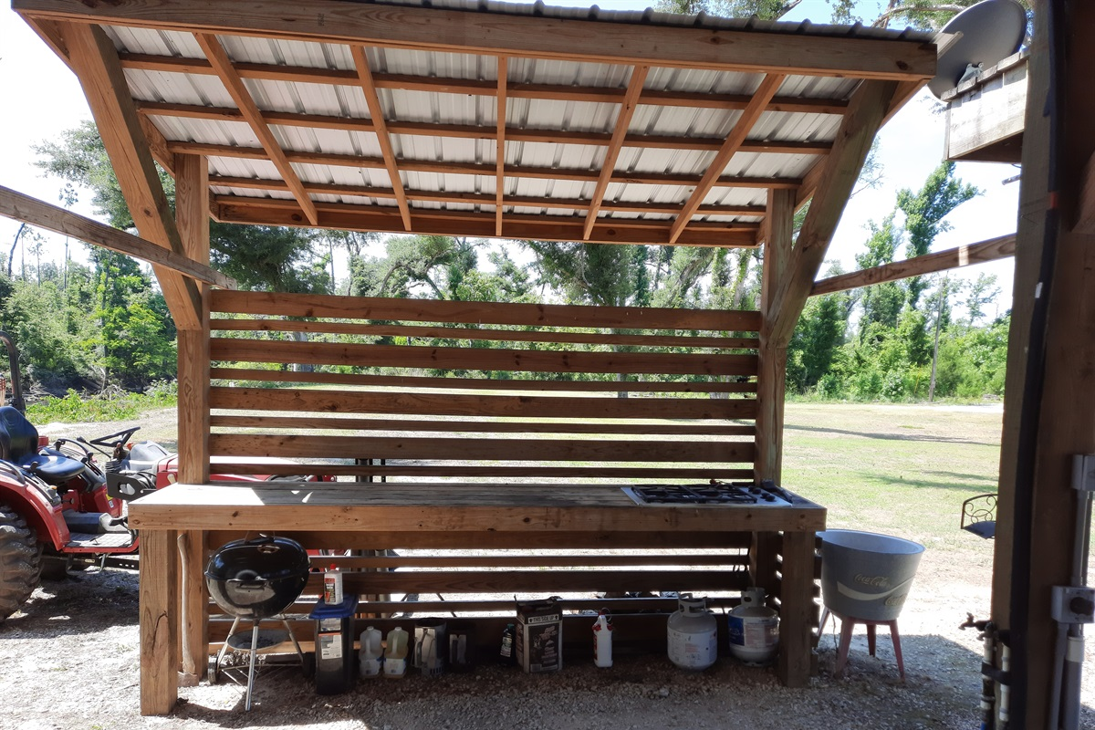 outdoor propane stove with a charcoal grill and plenty of cooking space.