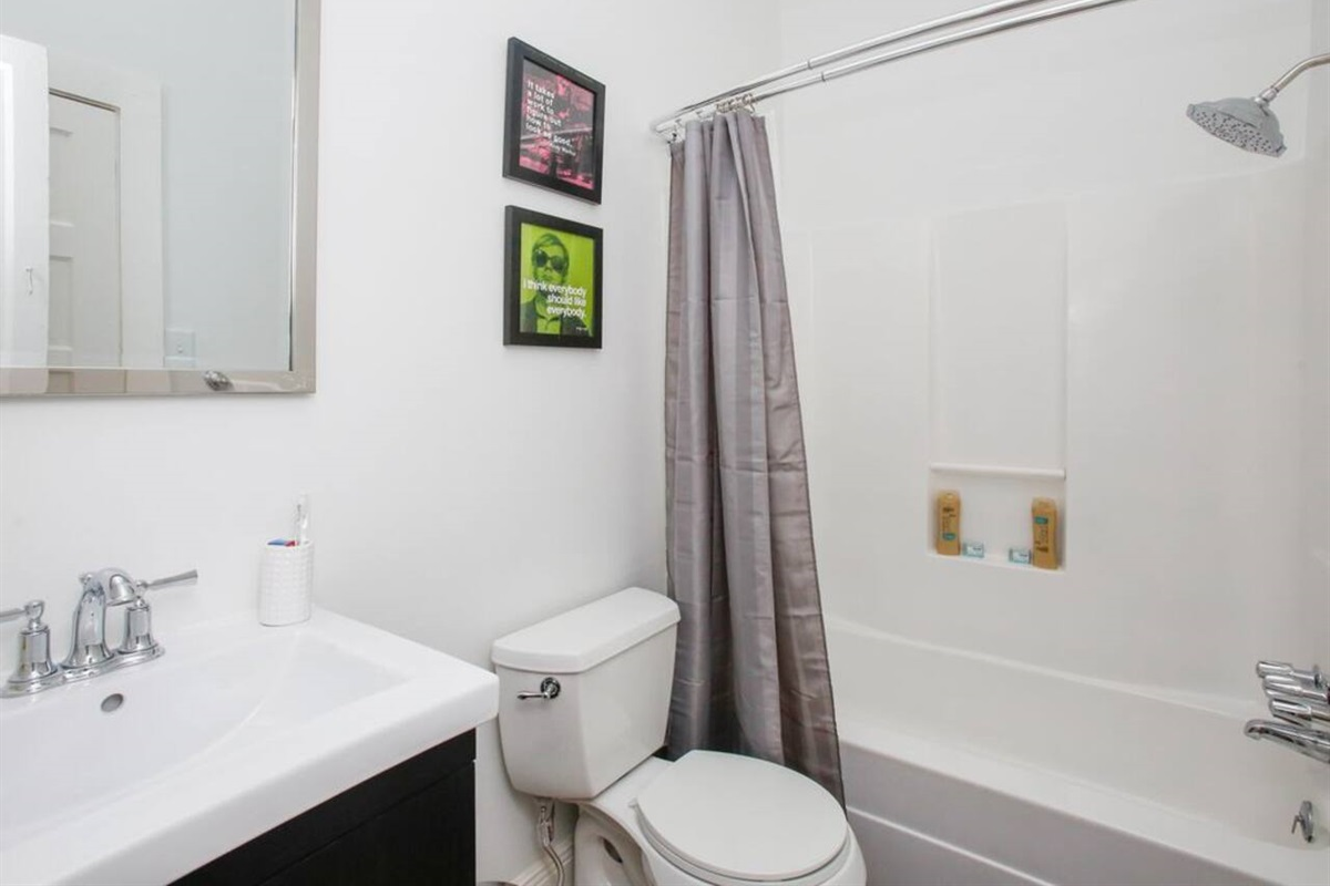 Full bathroom shared between king and queen bedrooms.