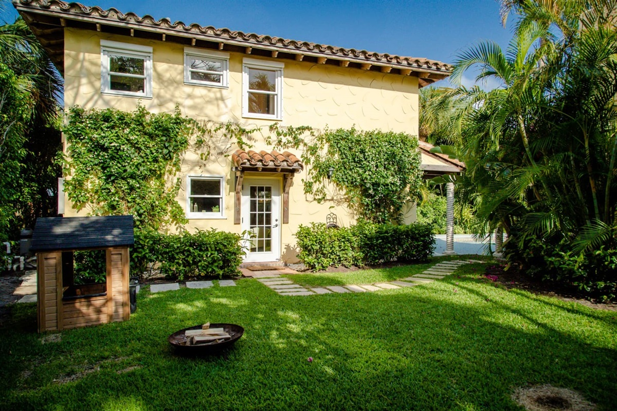 Welcome to the 1924 Historic mini- estate in West Palm Beach. Stunning Heated pool, main house has 3 bedrooms 2.5 baths and Guest House 1 Bed & 2 bath. The house is located in a prime location close to the intercoastal.
