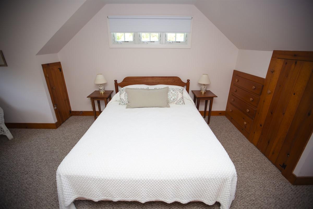 Bedroom 4 w Queen