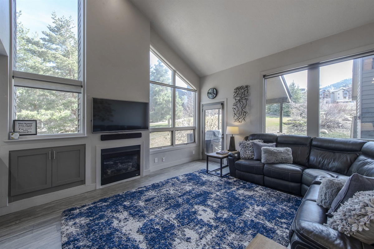 Large living area with gas fire. Great views.