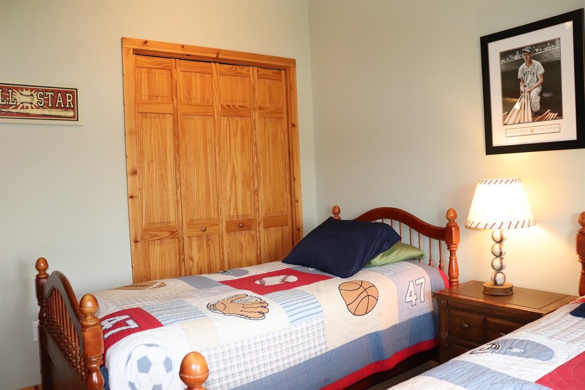 Twin beds in Bedroom #2