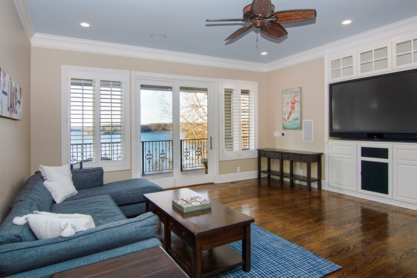 Relax and watch TV or watch the view change all day in the 2nd floor family room