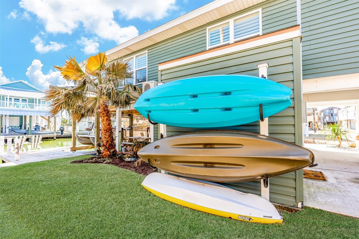 3 kayaks/life vests and paddles
