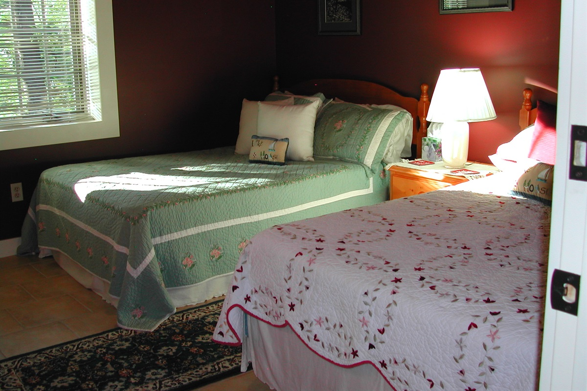 2nd Bedroom w/ Queen and Double