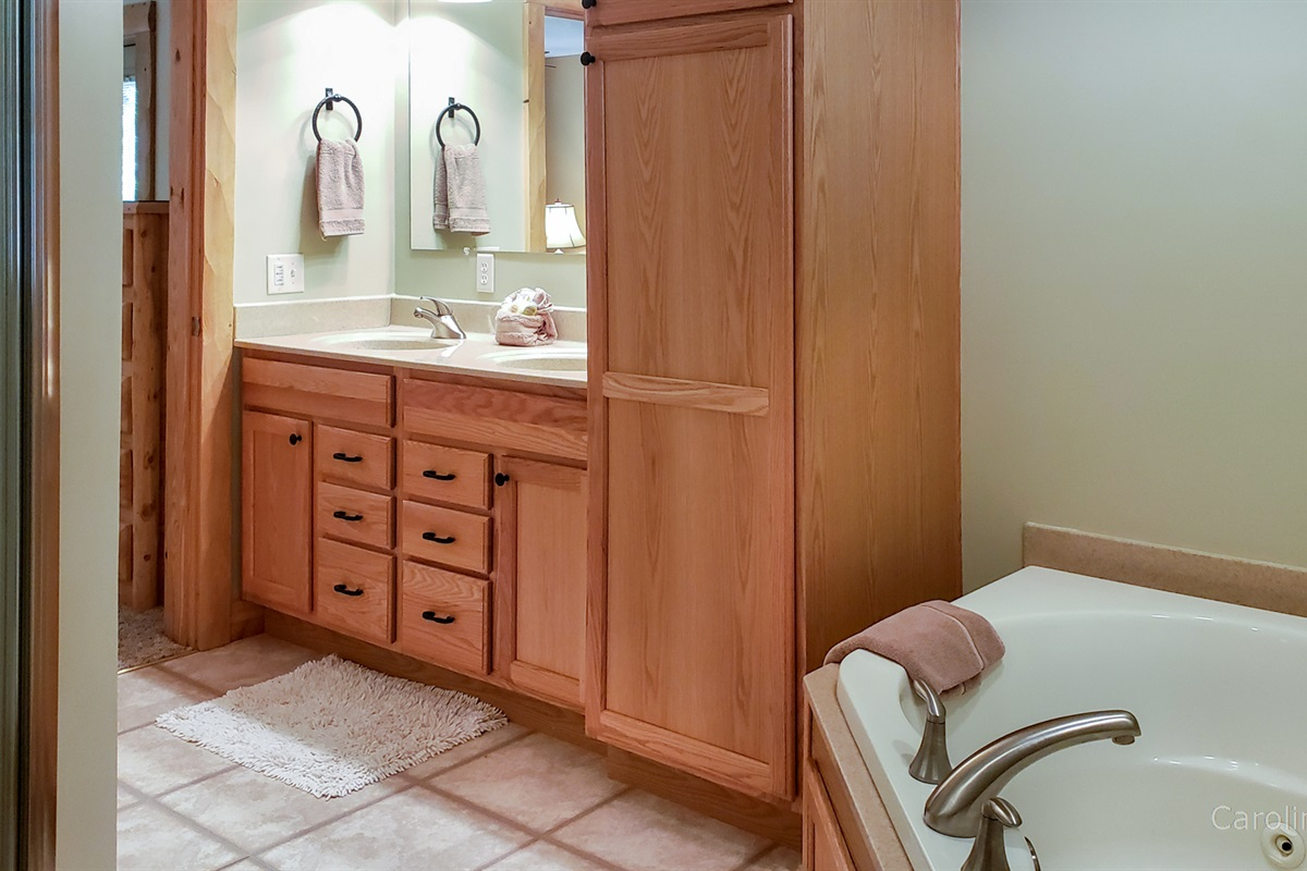 Main level master bath with jetted tub