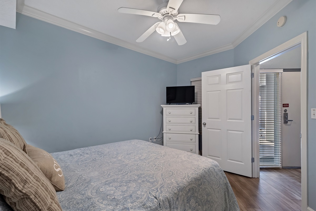 Guest room with flat screen tv