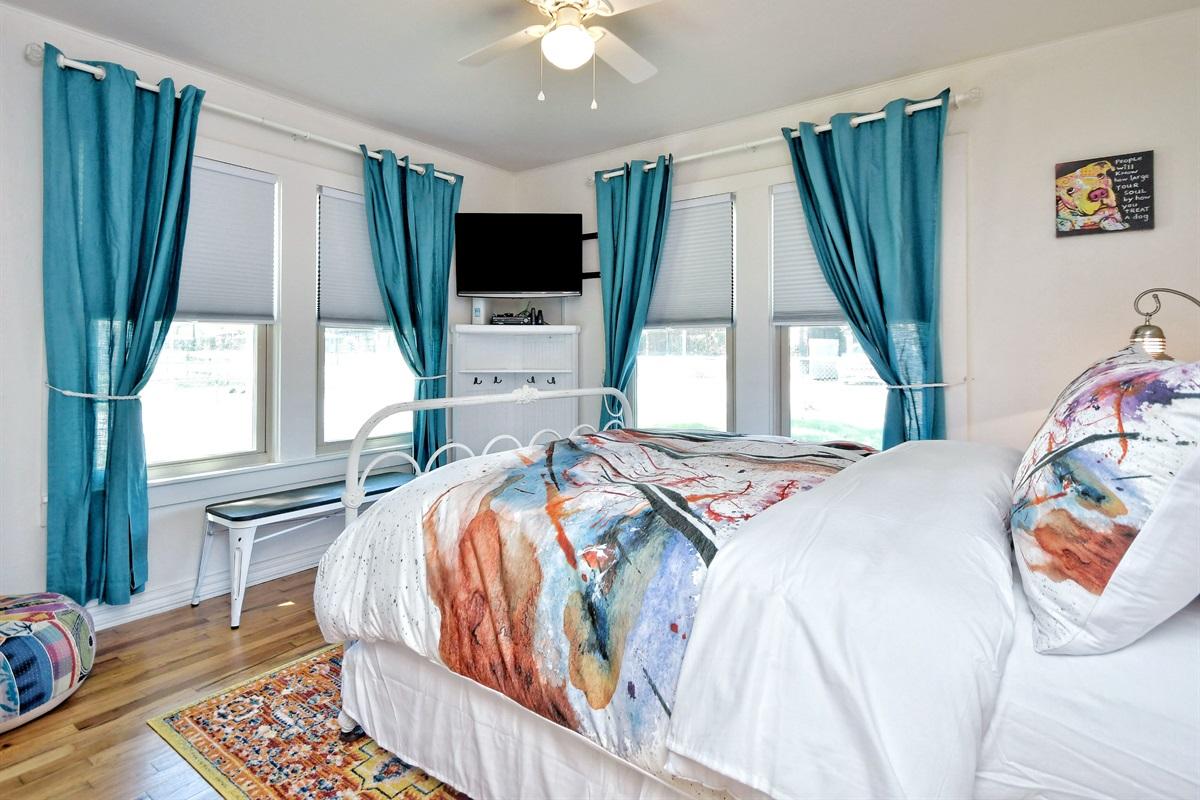Opa Haus Front Bedroom 2 - Queen Bed