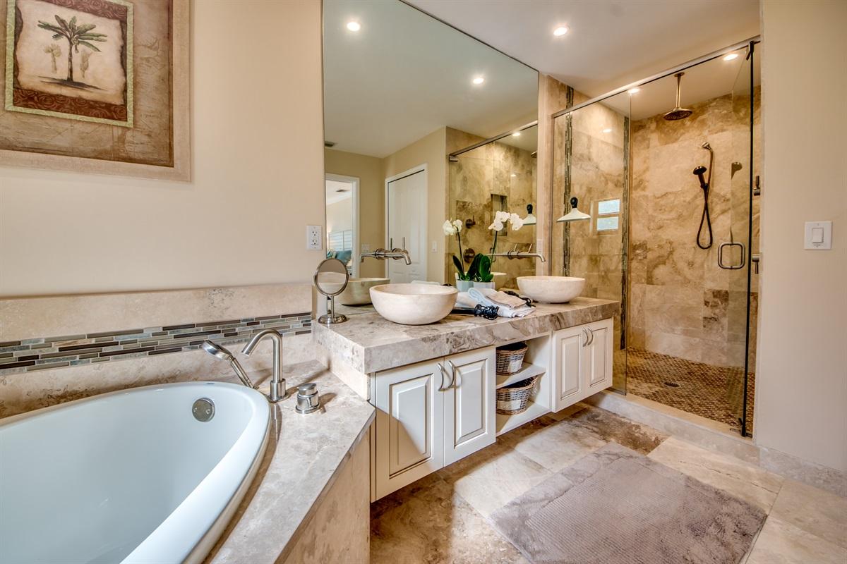Master Bath with Soaking Tub & Walk In Shower