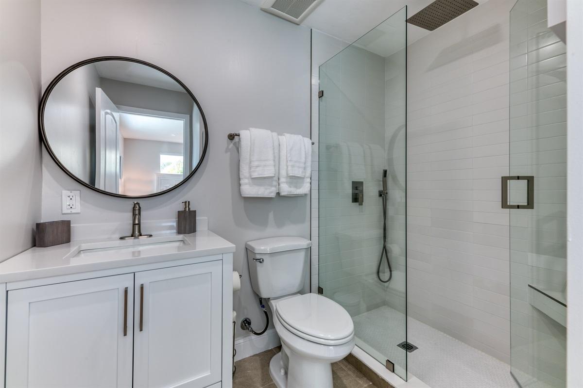 2nd En-Suite Bathroom with walk in luxury rain shower.