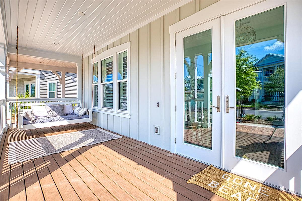 Front porch / Front door