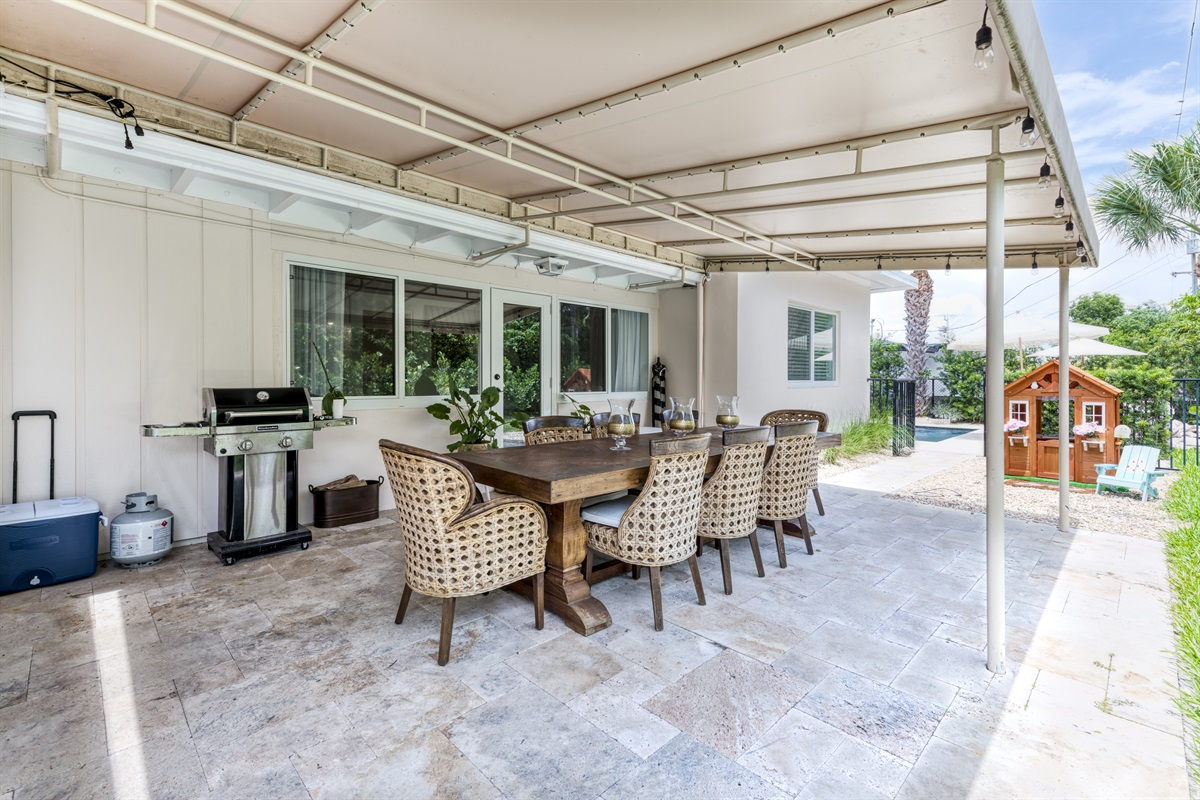 Best outdoor dining for 8! Under covered patio with patio lighting on an automatic timer. Gas Grill with to cook up those burgers & hotdogs.