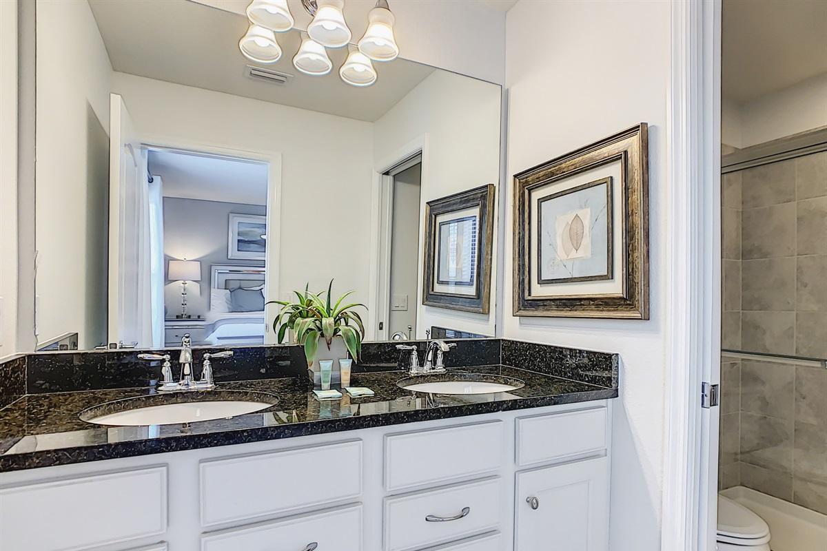 Bath 3-Suite 2 En Suite Bathroom