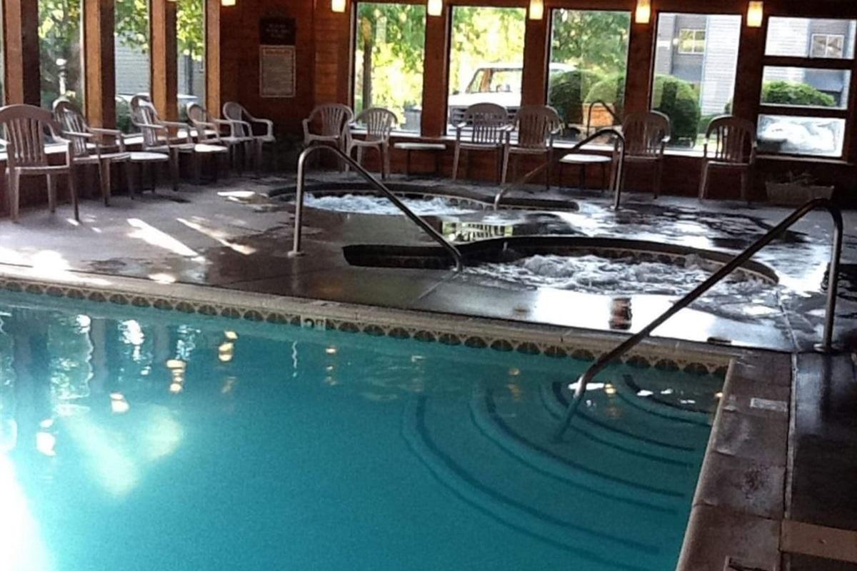 Indoor pool + 2 hot tubs