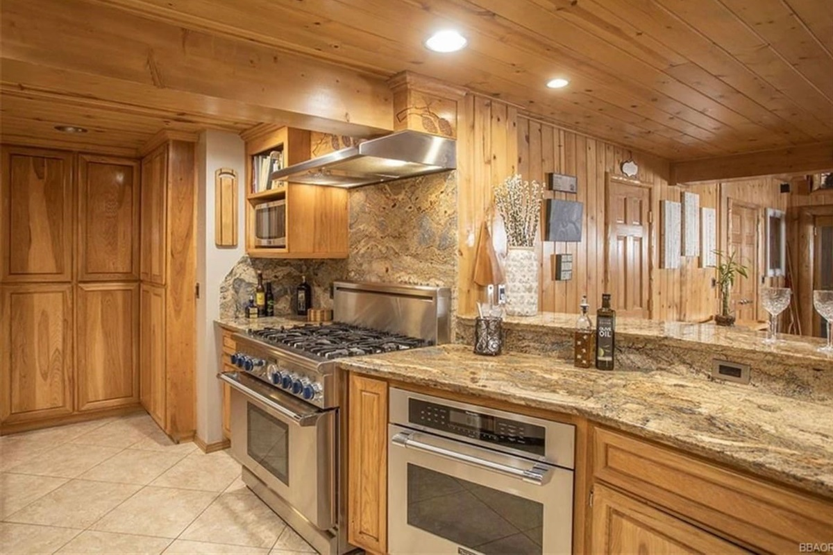 Kitchen: This gourmet kitchen features custom hickory cabinets, granite counters, thermador oven, and a 6 burner range.