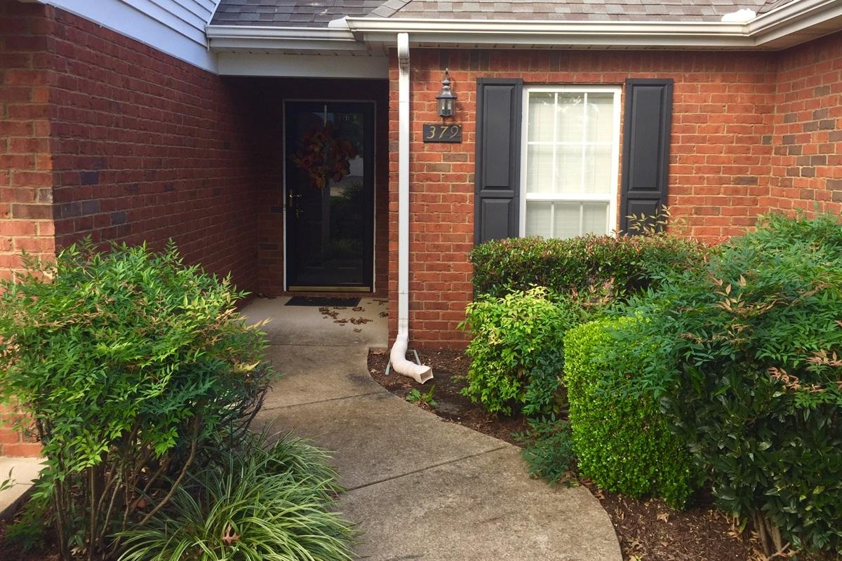 Sidewalk entrance to front door