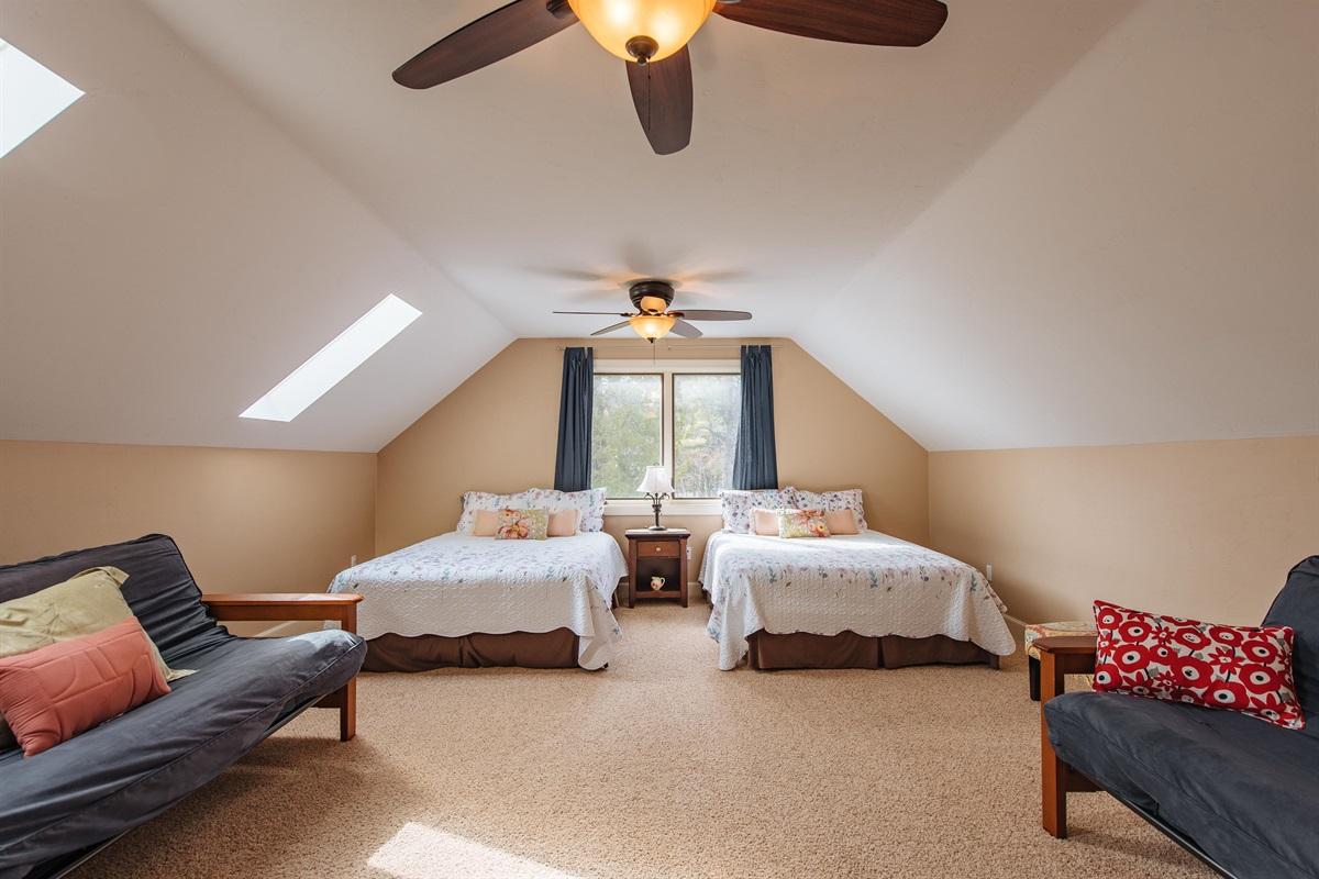 Bedroom #5/Loft with 2 Futons