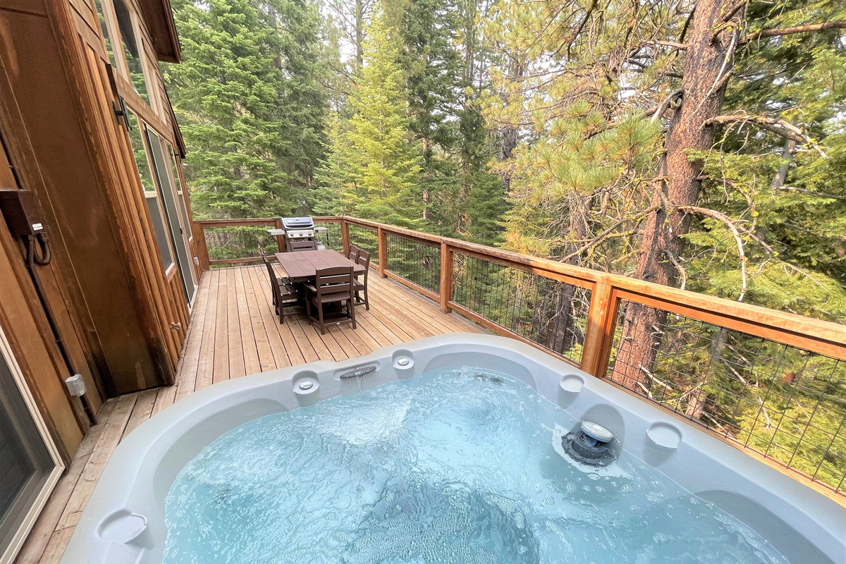 Relax in the Hot Tub and relax enjoying the surrounding woodland